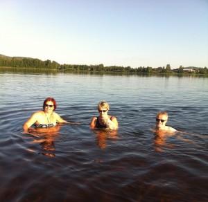 Ulla badar gärna i Torneälv