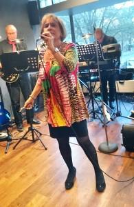 Christina Hedström sjunger