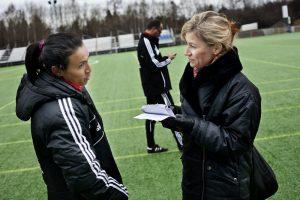 Susanne träffar världens bästa fotbollsspelare Marta. Foto Privat