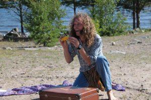 Daniels enmansshower inför lägrets deltagare är populära. Foto Reijo Kemi