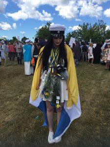 Ellen Gustafsson firade studenten i Oskarshamn iklädd meänflaku Foto Privat