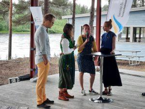 Daniel Fjällborg, Mia Fors, Ewa Lassi och Helena Lassi samtalar om språkkampen och om att vara ummikko inom minoriteten.